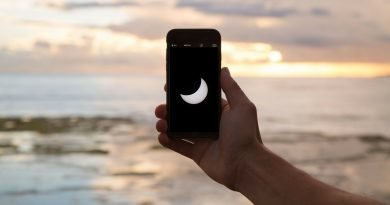 How to take a quick photo of the eclipse with your phone
