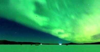 Alaska photographer captures 'super blue blood moon' against Northern Lights